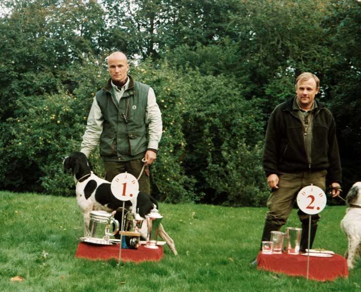 Joakim Skovsgaard Larsen og Villestoftes Roy vinder af Derby 201 med alle deres pokaler